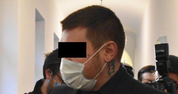 Lukáš N., obžalovaný z teroristického útoku, u Krajského soudu v Plzni.
