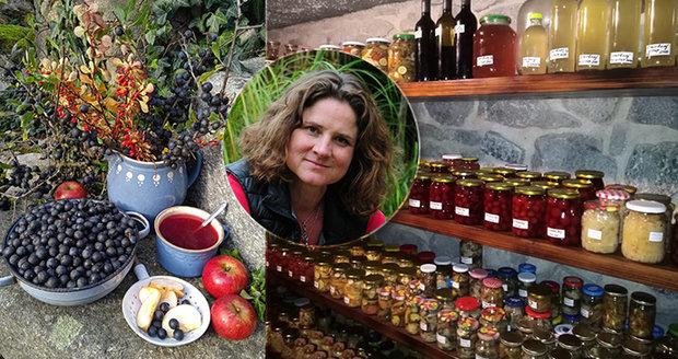 Květinářka Jana Riebe z jižních Čech žije na polosamotě a z okolní přírody umí využít úplně vše.