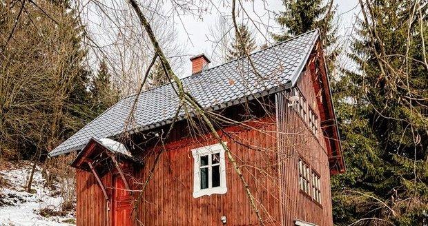 Rozpadlou stodolu, kterou koupil majitel před 19 lety, by v roztomilé chaloupce už dávno nikdo nepoznal.