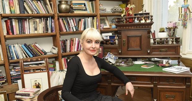 Bára Nesvadbová má doma skoro šest tisíc knih.