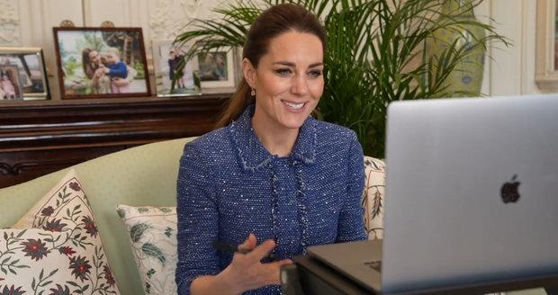 Kate Middleton během videokonference s učiteli