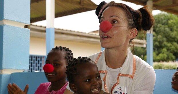Petra Bučková jako zdravotní klaun v Kamerunu