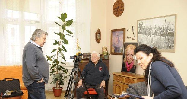 Jiří Krampol odhalil oltář se zesnulou manželkou Hankou.