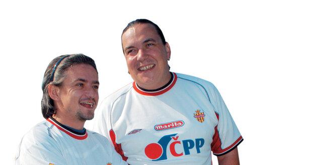 Dvojice populárních moderátorů a komiků Michal Suchánek a Richard Genzer si od sebe neodpočine ani ve volném čase. Oba se totiž věnují sportu, konkrétně fotbalu a tenisu, a to ve známém klubu Amfora.