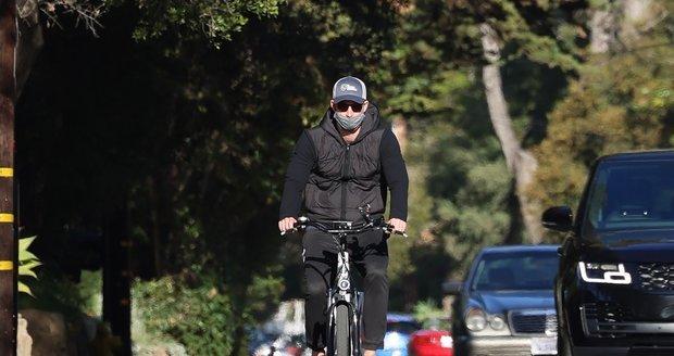 Princ Harry poprvé od rozhovoru na veřejnosti. projížděl se na kole