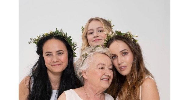 Tereza Ramba předvedla nejen novou kolekci šatů, ale i krásnou sestru, maminku a babičku.