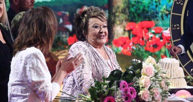 Oslava narozenin Jiřiny Bohdalové na Primě: Třípatrový dort a záplava květin