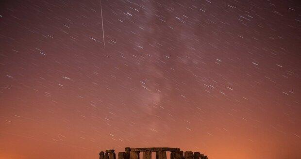 Slavný Stonehenge leží na Salisburské pláni v Jižní Anglii
