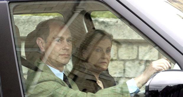 Princ Edward se svou manželku Sophii přijel za královnou Alžbětou na hrad Windsor.