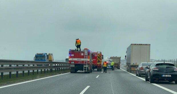 Nehoda na D8 směrem na Ústí nad Labem. (15. dubna 2021)