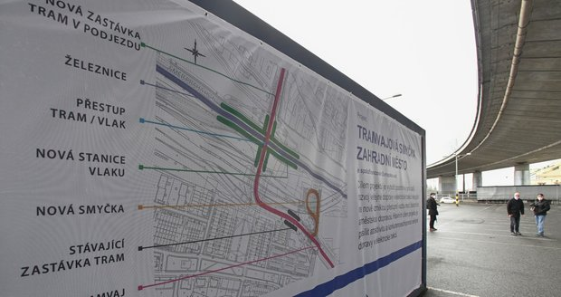 Parkoviště P+R ve Švehlově ulici na Zahradním městě v Praze 10, kde byla 16. dubna 2021 zahájena stavba nové tramvajové smyčky.