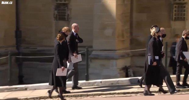 Princ Harry se po pohřbu připojil k bratrovi a Kate