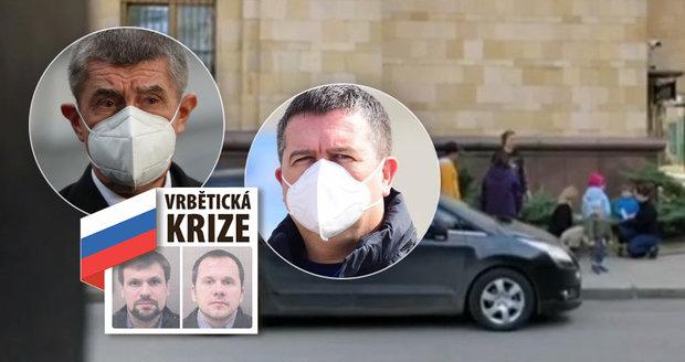 Vrbětice ONLINE: Vyklízení ambasád v Praze a Moskvě. České děti na chodníku, co sbalili Rusové?