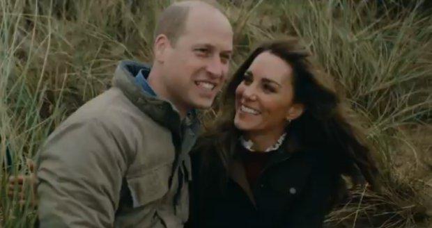 Kate a William zveřejnili video se svými dětmi k 10. výročí svatby.