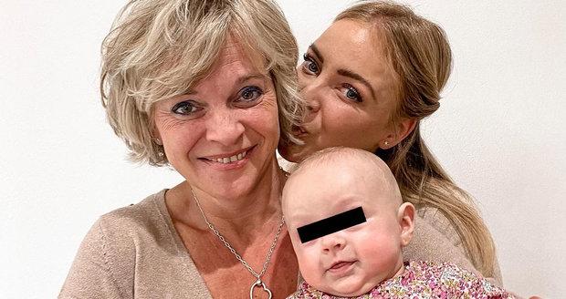 Markéta Konvičková s maminkou a dcerou Amálkou