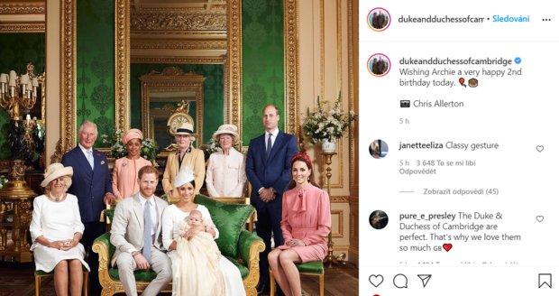 Členové královské rodiny popřáli Archiemu k druhým narozeninám.