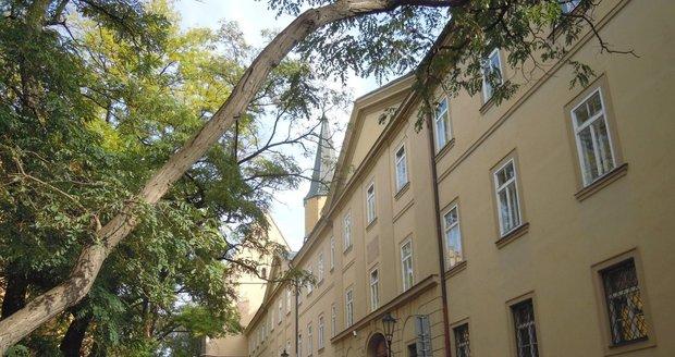 Původní záchytná stanice sídlila v této budově na Praze 2 v Apolinářské ulici.