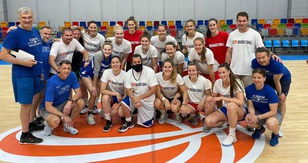Adam Sandler among basketball players
