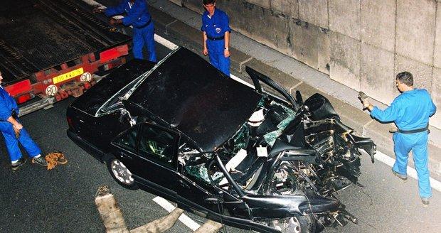 Vrak auta, v němž havarovala princezna Diana