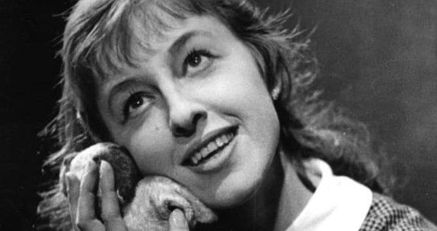 1959: První role Niny Divíškové v představení Romeo, Julie a tma