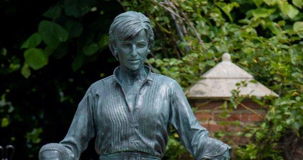 Princ Harry a princ William na odhalení sochy jejich matky Diany