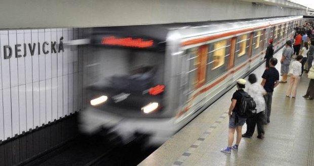 Velikonoční omezení MHD: Dopravní podnik uzavře stanici metra Dejvická