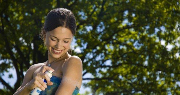 """Zapomeňte na drahé a """"smradlavé"""" chemické přípravky. Zkuste voňavé přírodní repelenty, které komáry účinně odpudí a vám zpříjemní den."""