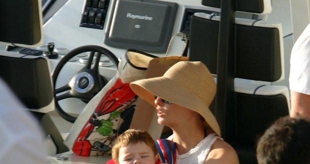 Linda se svým synem Augustinem, jehož otec je miliardář Pinault.