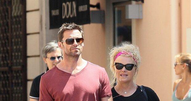 Hugh s manželkou Deborrou, která je starší o 14 let