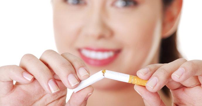 dcera dává kouření