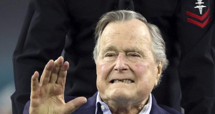 Exprezident Bush skončil v nemocnici. Poleží si kvůli vyčerpání
