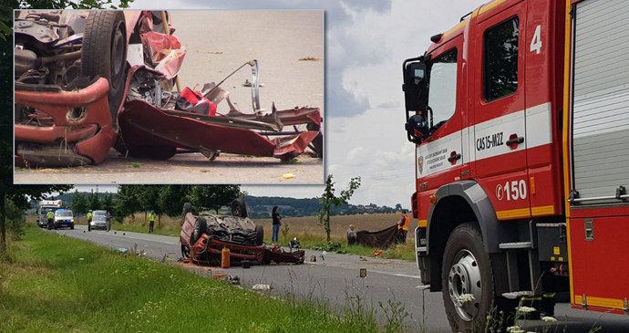 54c4c01f10e Tragická nehoda u Bakova nad Jizerou  Jeden člověk náraz do stromu nepřežil