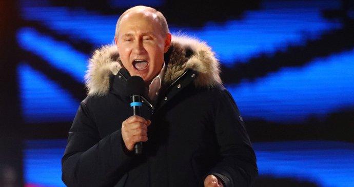 Putin vyhrál prezidentské volby. Ukázal se lidem a promluvil o Skripalovi