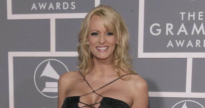 Oherecka Stormy Daniels Stephanie Cliffordova Promluvila O Udajnem U S Donaldem Trumpem Na Cbs