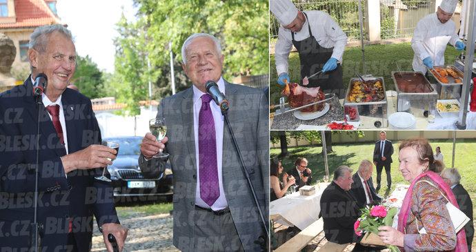Klaus slaví 77. narozeniny. Přijel i Zeman, průšviháře Rokytku vyvedli
