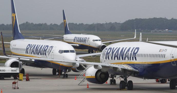 6d7fbb212f489 Šílené podmínky u Ryanair? Posádka musela spát na zemi, firma mluví o lži |  Blesk.cz