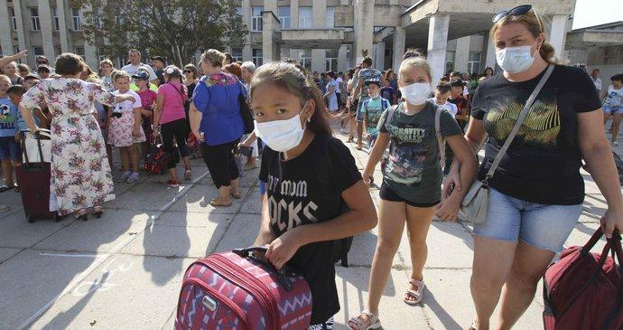 Houpacky Zrezively Trava Zcernala Na Krymu Museli Evakuovat 4000