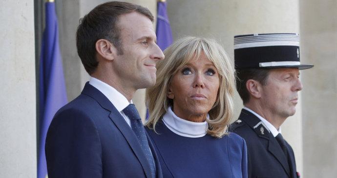 """""""Je arogantní!"""" schytal to Macron od Brigitte. A na věk je háklivá"""