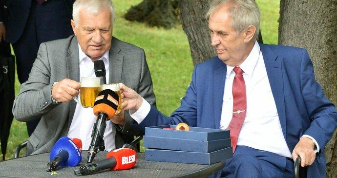 Václav Klaus slaví 80: Opulentní party na Hradě pro 500 lidí. Část hostů odradilo vedro