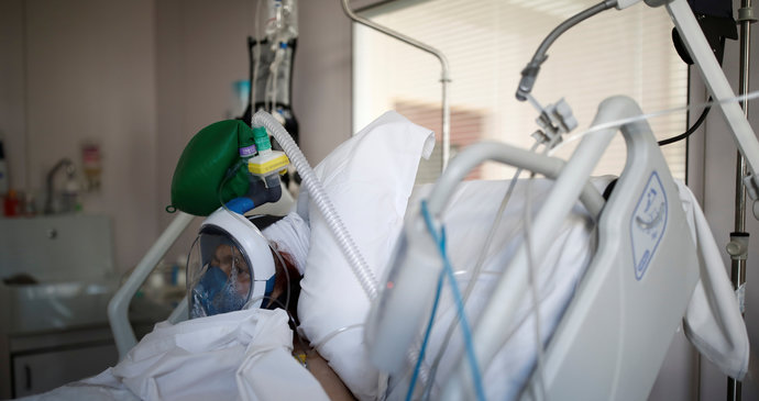 Lůžka v pražských nemocnicích dochází. Těžkých případů je nejvíce od začátku pandemie