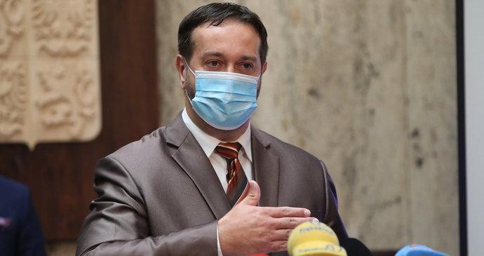 """Koronavirus ONLINE: Systém PES vystřídají """"Maďarovy vlny"""". A ošetřovné se zvýší"""