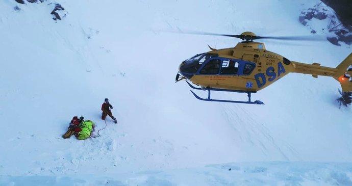 V Krkonoších spadla už druhá lavina! Zasahují záchranáři i zdravotníci