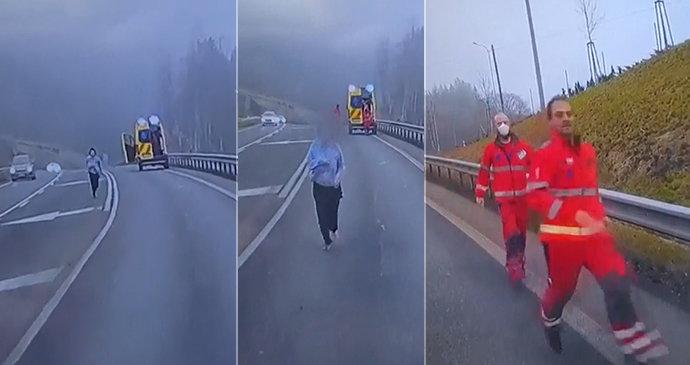 Jeď jako v GTAčku! Pacientka na Liberecku vyskočila ze sanitky, chtěl odvézt jiným autem