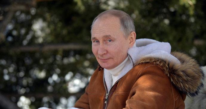 Playboy Putin už 21 let na trůně: Kritizoval Stalina za kult osobnosti, jeho je mnohonásobně větší
