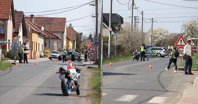 Policistu na Mělnicku srazil motorkář: Otevřená zlomenina obou nohou!