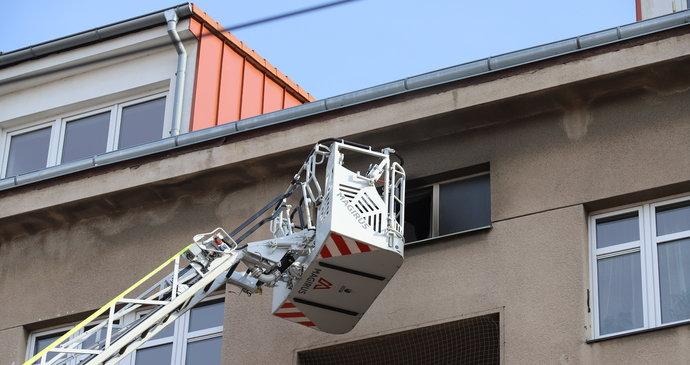 Požár v Černokostelecké ulici: Záchranáři vyhlásili traumaplán, 8 zraněných!
