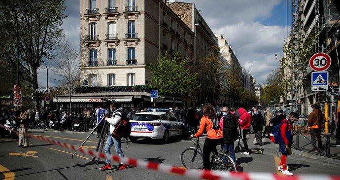 Střelba před nemocnicí v Paříži má jednu oběť, žena bojuje o život. Policie: Vyřizování účtů?