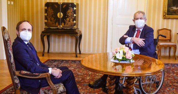 Zeman jmenuje Kulhánka šéfem diplomacie. Na nového ministra čeká hned ruský velvyslanec