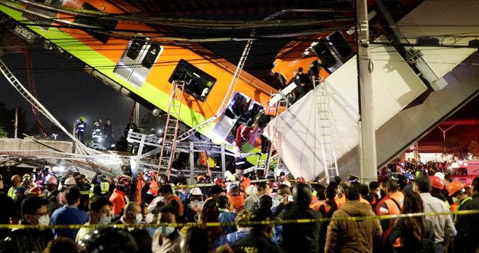 Pod metrem se zřítil most: 13 mrtvých a 70 zraněných po děsivé nehodě v Mexiku