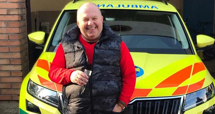 Řidič sanitky Pavel se po 40 letech loučí: Pamatuje začátky záchranky, k práci přivedl i syna
